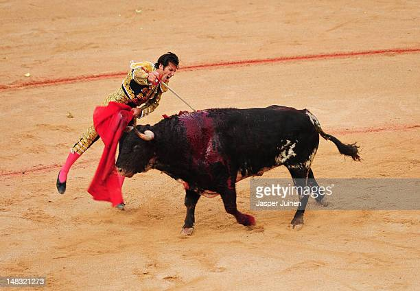 Bullfighter pushes his sword into an El Pilar fighting bull to kill it on the fourth day of the San Fermin runningofthebulls on July 10 2012 in...