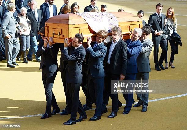 Bullfighters Miguel Abellan Juan Antonio Ruiz 'Espartaco' Julian Lopez 'El Juli' Enrique Ponce and Juan Jose Padilla carry the coffin coffin of the...