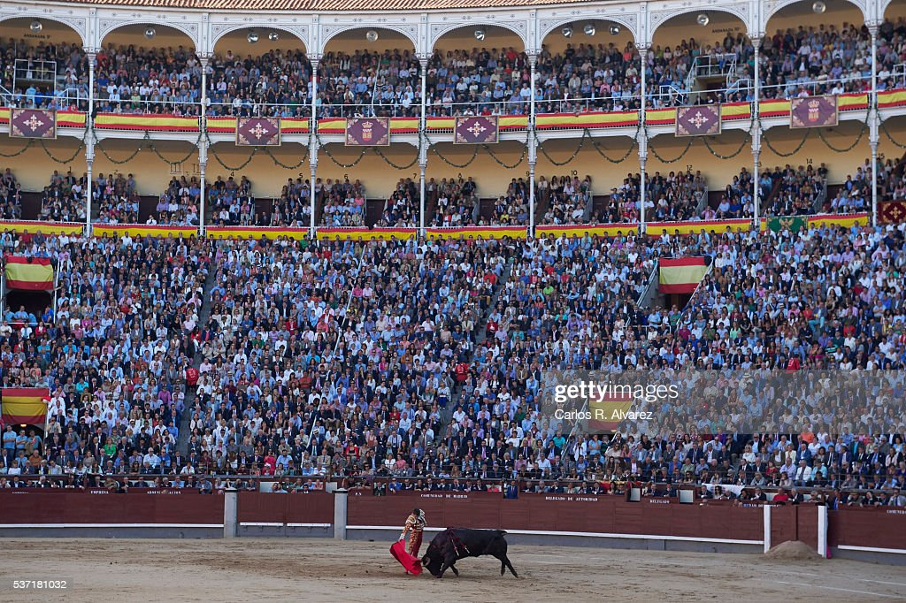 Bullfigther Jose Maria Manzanares performs during the San Isidro bullfight fair at Las Ventas bullring on June 1, 2016 in Madrid, Spain.