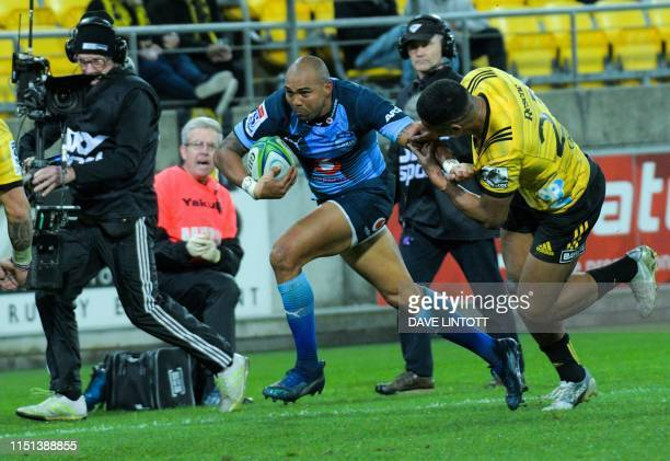 Bulls Cornal Hendricks runs for the line during the Super Rugby match between New Zealand's Hurricanes and South Africa's Bulls at Westpac Stadium in...