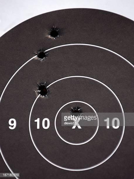 bullseye - agujero de bala fotografías e imágenes de stock