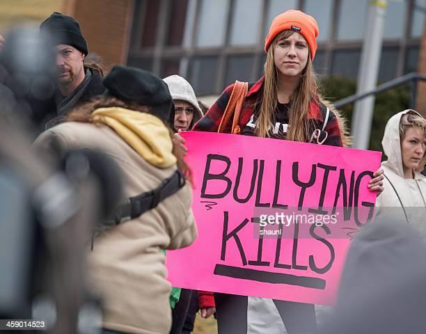 acoso escolar mata - rehtaeh parsons fotografías e imágenes de stock