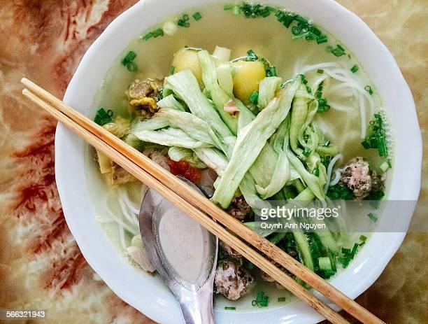 Bun moc doc mung - vietnam meatball noodle soup