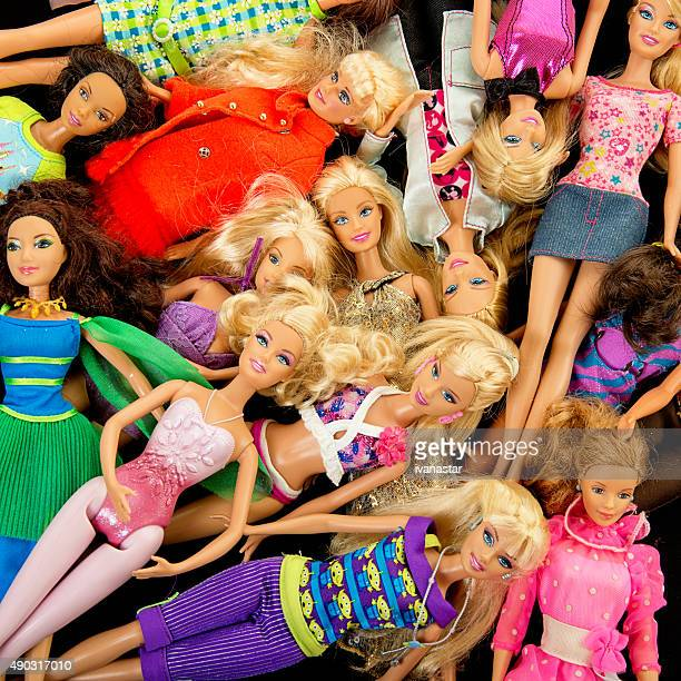 Bündel von Barbie Fashon Puppen