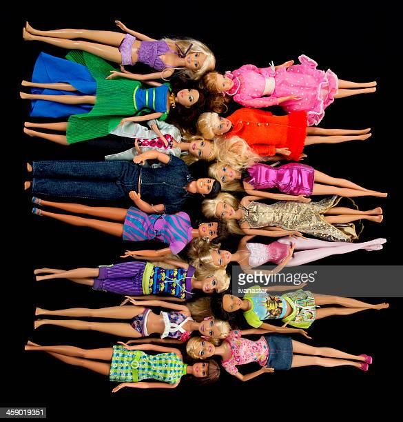 Bündel von Barbie Fashon Puppen mit Ken
