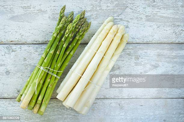 bunches of green and white asparagus on wood - asparagus stock pictures, royalty-free photos & images