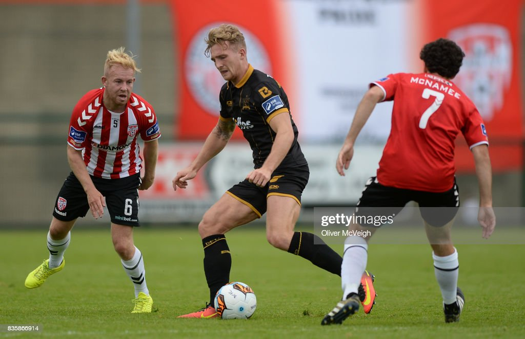 Buncrana , Ireland - 20 August 2017; John Mountney of Dundalk in action against Nicky Low and Barry McNamee of Derry City during the SSE Airtricity League Premier Division match between Derry City and Dundalk at Maginn Park in Buncrana, Co Donegal.