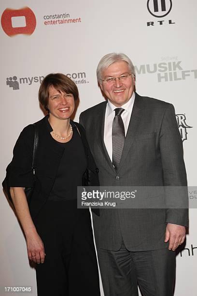 Bundesaussenminister Frank Walter Steinmeier Und Ehefrau Elke Büdenbender Beim Charity Dinner Der Stiftung Musik Hilft Im Humbold Umspannwerk In...
