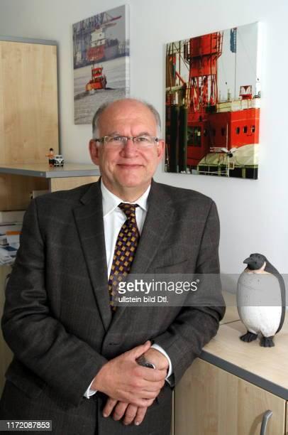 Bundesdatenschutzbeauftragten Peter Schaar in seinem Büro in der Friedrichstraße 5055