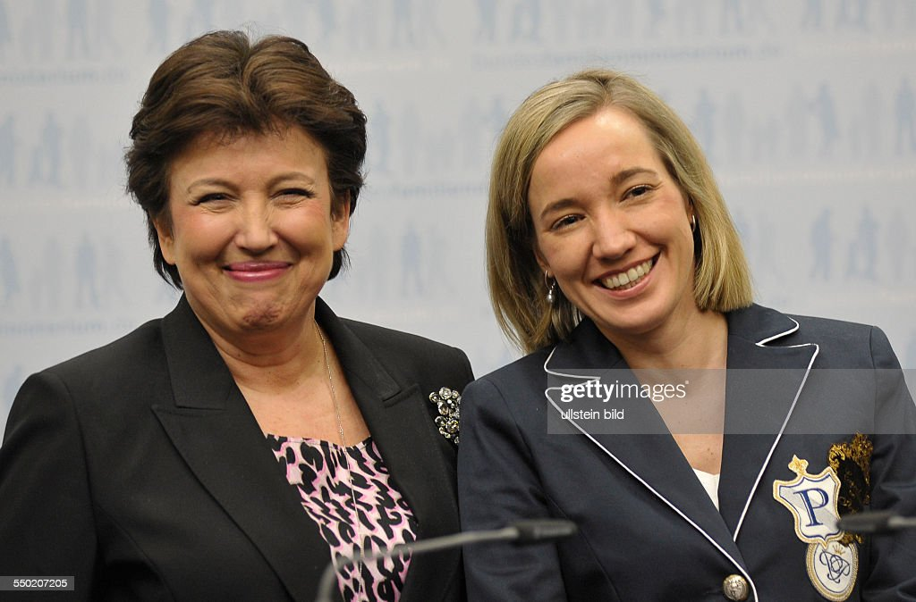 Kristina Schröder und Roselyn Bachelot Narquin : News Photo