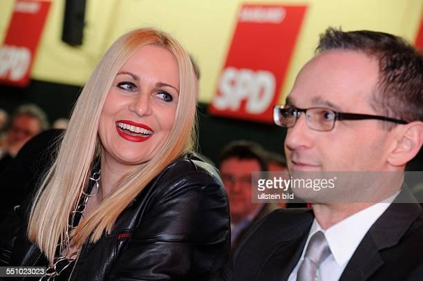 Bundesjustizminister Heiko Maas mit Ehefrau Corinna vor dem Politischen Aschermittwoch der Saar SPD in Rehlingen-Siersburg.