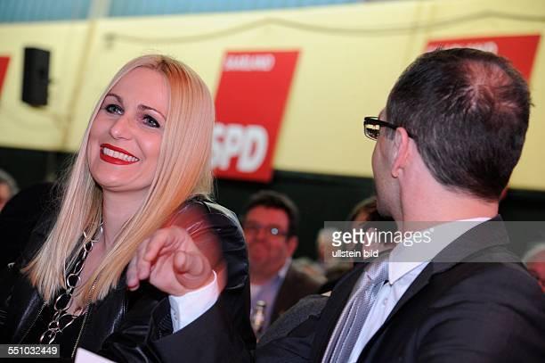 Bundesjustizminister Heiko Maas mit Ehefrau Corinna vor dem Politischen Aschermittwoch der Saar SPD in RehlingenSiersburg
