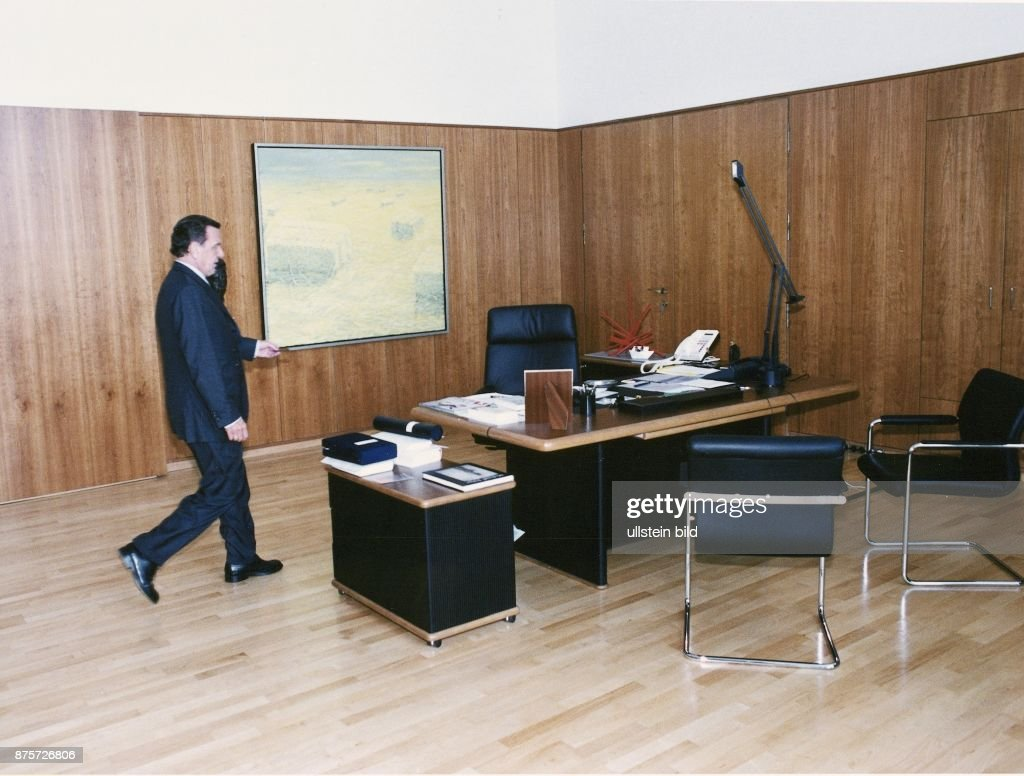Büro Berlin schröder gerhard im arbeitszimmer pictures getty images