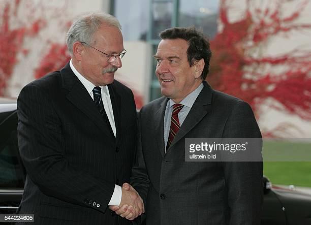Bundeskanzler Gerhard Schröder SPD mit Ivan Gasparovic Präsidenten Slowakei