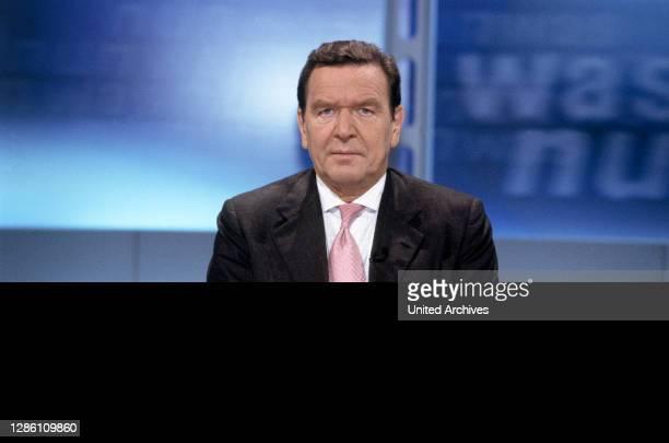 Bundeskanzler GERHARD SCHRÖDER , zu Gast in der ZDF-Sendung: 'Was nun, Herr Schröder', Porträt von 10/2000.