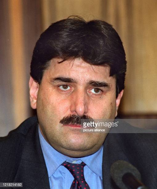 Bundeskanzler Helmut Kohl hat am 2551998 seinen Sprecher Peter Hausmann entlassen Hausmann scheide aus seinem Amt aus und werde in den einstweiligen...
