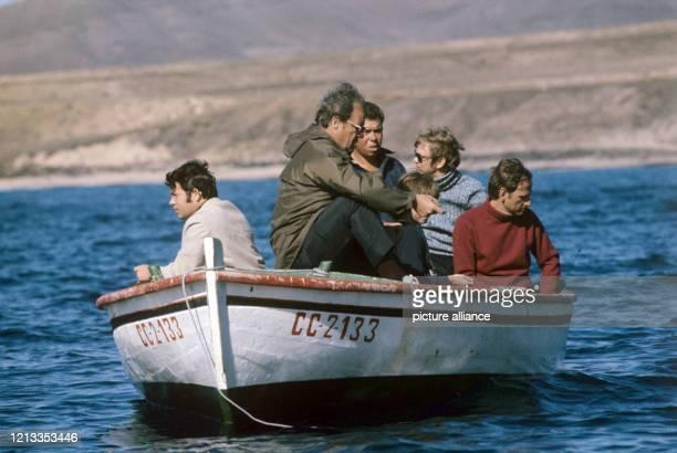 ARCHIV Bundeskanzler Willy Brandt im Dezember 1972 bei einem Angelausflug im Urlaub auf Fuerteventura Brandt befand sich mit seiner Familie auf der...