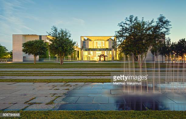 'bundeskanzleramt' berlin with a fountain - makarinus stock photos and pictures