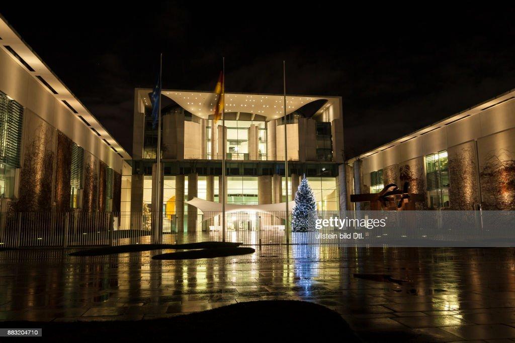 Weihnachtsbaum Berlin.Bundeskanzleramt In Berlin Mit Weihnachtsbaum News Photo Getty Images