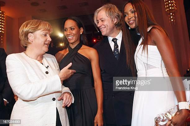 Bundeskanzlerin Angela Merkel Barbara Becker Sir Bob Geldof Und Naomi Campbell Bei Der Bild Osgar Verleihung Im Neuen Rathaus In Leipzig