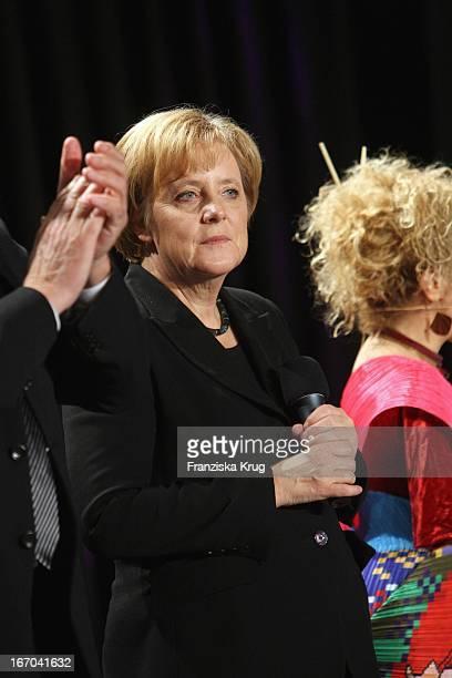 Bundeskanzlerin Angela Merkel Bei Der Nacht Der Stars Ein Festabend Des Paralympischen Sports In Der MercedesWelt In Berlin