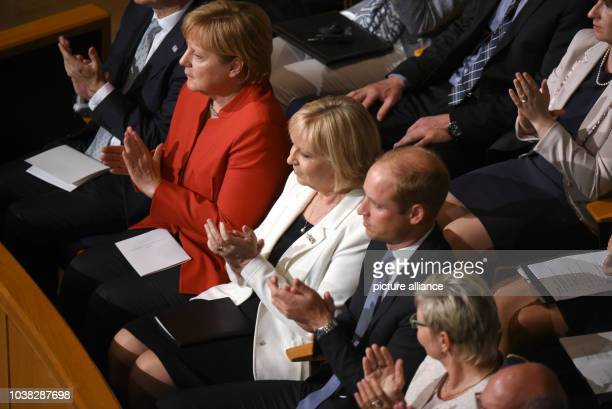Bundeskanzlerin Angela Merkel die NRWMinisterpräsidentin Hannelore Kraft der britische Prinz William und Landtagspräsidentin Carina Gödecke...
