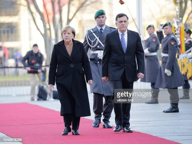 Bundeskanzlerin Angela Merkel Ministerpräsident der Republik Libyen Fayiz asSarradsch Deutschland Berlin Begrüßung des Ministerpräsidenten der...