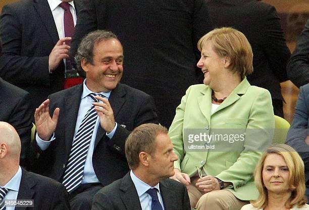 Bundeskanzlerin Angela Merkel UEFA Praesident Michel Platini Sport Fuball Fussball UEFA EM Europameisterschaft Euro 2012 Viertelfinale Saison 2011...