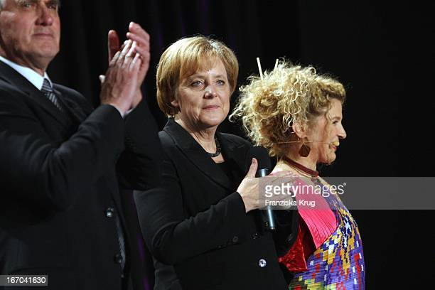 Bundeskanzlerin Angela Merkel Und Bettina Eistel Bei Der Nacht Der Stars Ein Festabend Des Paralympischen Sports In Der MercedesWelt In Berlin