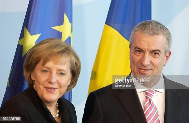 Bundeskanzlerin Angela Merkel und der rumänische Ministerpräsident Calin Popescu Tariceanu während einer gemeinsamen Pressekonferenz anlässlich...
