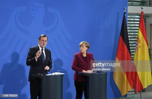 Bundeskanzlerin Angela Merkel und der spanische Ministerpräsident Mariano Rajoy geben am im Bundeskanzleramt in Berlin eine gemeinsame...