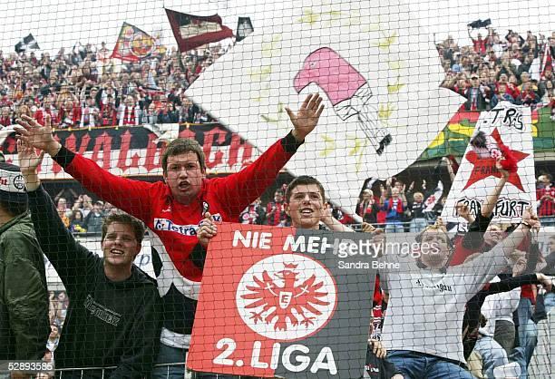 2 Bundesliga 02/03 Frankfurt Eintracht Frankfurt SSV Reutlingen 63 'Aufstieg in die 1 Bundesliga' Jubel Fans Eintracht Frankfurt