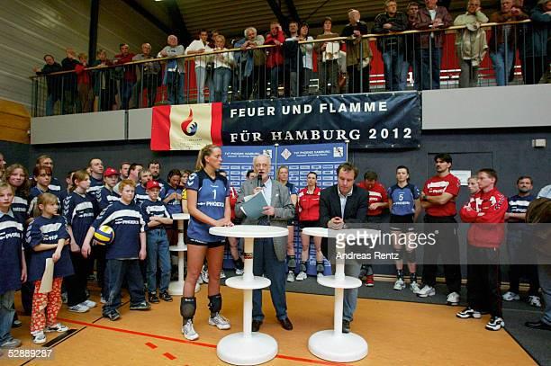 1 Bundesliga 02/03 Hamburg Endrunde/TVF Phoenix Hamburg SSV Ulm Manager Horst LDERS gibt bekannt das der Hauptsponsor PHOENIX AG sich Von der...