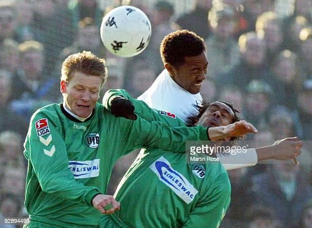 2 Bundesliga 02/03 Hamburg FC St Pauli VfB Luebeck Oliver SCHWEISSING Daniel THIOUNE/Luebeck Cory GIBBS/ST Pauli