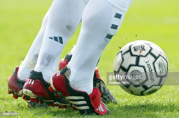 1 Bundesliga 02/03 Hannover Hannover 96 FC Bayern Muenchen 22 BALL und BEINE