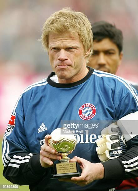 1 Bundesliga 02/03 Muenchen FC Bayern Muenchen SV Werder Bremen 01 Torwart Oliver KAHN/Bayern erhaelt die Auszeichnung zum Welttorhueter 2002