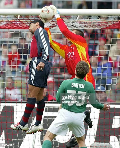 1 Bundesliga 02/03 Muenchen FC Bayern Muenchen SV Werder Bremen Giovane ELBER/Bayern Torwart Pascal BOREL/Bremen Mike BARTEN/Bremen