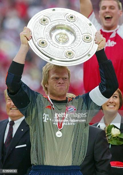 1 Bundesliga 02/03 Muenchen FC Bayern Muenchen VfB Stuttgart 21 FC Bayern Muenchen Meister 2003 Oliver KAHN mit Schale