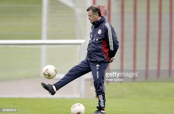1 Bundesliga 02/03 Muenchen FC Bayern Muenchen/Training Trainer Ottmar HITZFELD