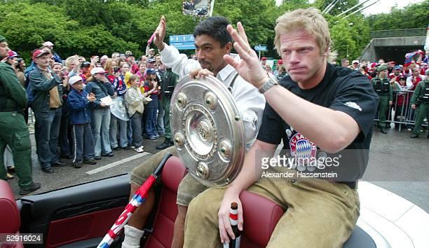 1 Bundesliga 02/03 Muenchen Meisterfeier FC Bayern Muenchen Deutscher Meister 2003 Giovane ELBER Torwart Oliver KAHN/Bayern