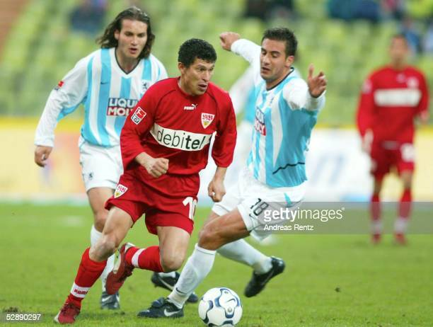 1 Bundesliga 02/03 Muenchen TSV 1860 Muenchen VfB Stuttgart Remo MEYER/1860 Krassimir BALAKOV/Stuttgart Paul AGOSTINO/1860