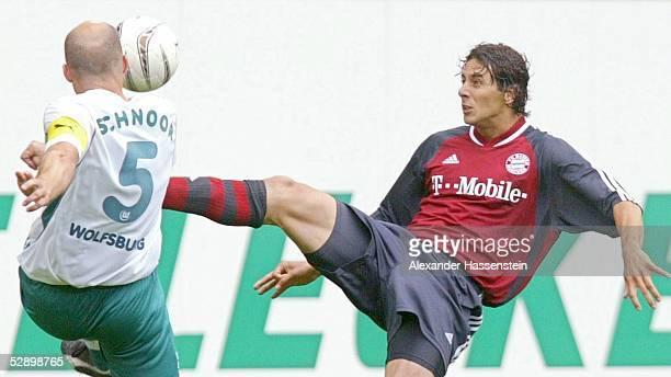 """Bundesliga 02/03, Wolfsburg; VfL Wolfsburg - FC Bayern Muenchen 0:2;""""FC Bayern Muenchen - Deutscher Meister 2003 """"; Stefan SCHNOOR/Wolfsburg, Claudio..."""