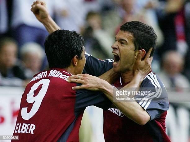 1 Bundesliga 02/03 Wolfsburg VfL Wolfsburg FC Bayern Muenchen Jubel nach Tor zum 01 Torschuetze Giovane ELBER Michael BALLACK/Bayern