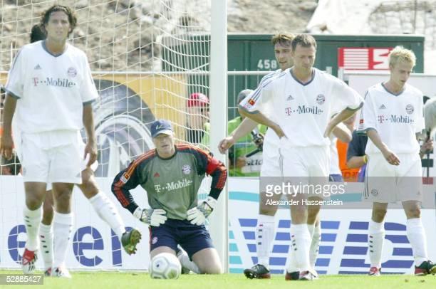 1 Bundesliga 03/04 Hannover Hannover 96 FC Bayern Muenchen Claudio PIZARRO Oliver KAHN Thomas LINKE Tobias RAU Robert KOVAC/Bayern nach dem 20