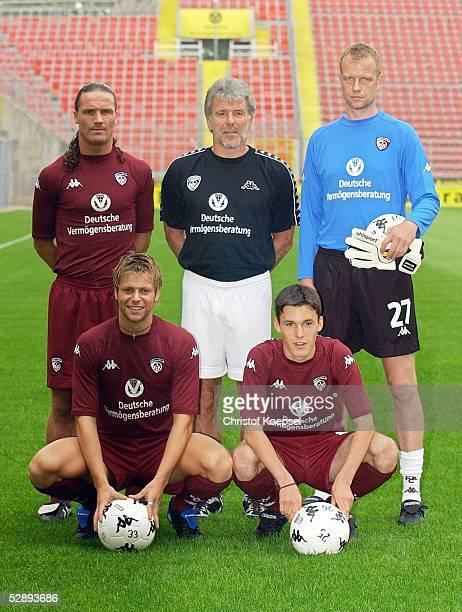 1 Bundesliga 03/04 Kaiserslautern 1 FC Kaiserslautern/1 Training stehend Stijn VREVEN Trainer Erik GERETS Torwart Thomas ERNST hockend Patrick...