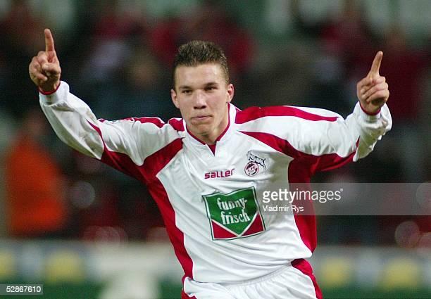 1 Bundesliga 03/04 Koeln 1 FC Koeln Hertha BSC Berlin 30 Jubel nach dem Tor zum 20 durch Lukas PODOLSKI/Koeln