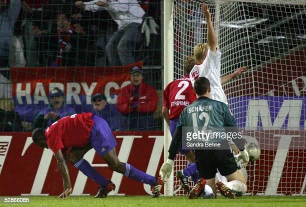Bundesliga 03/04, Muenchen; SpVgg Unterhaching - 1. FC Nuernberg; Tor zum 1:1 durch Darlington OMODIAGBE/Unterhaching, Alexander...