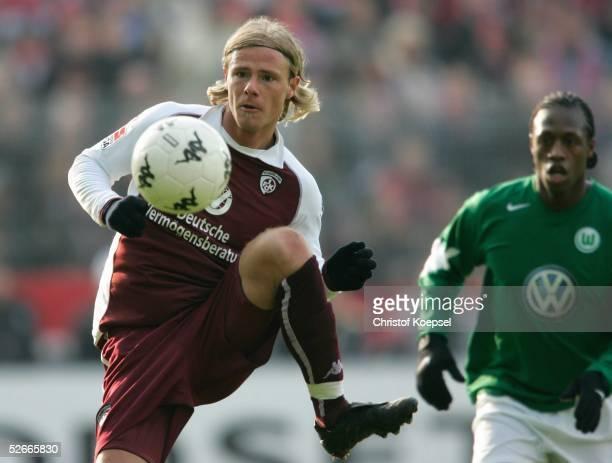 Bundesliga 04/05, Kaiserslautern, 26.02.05; 1.FC Kaiserslautern - VfL Wolfsburg; MArco ENGELHARDT/Lautern, Pablo THIAM/Wolfsburg