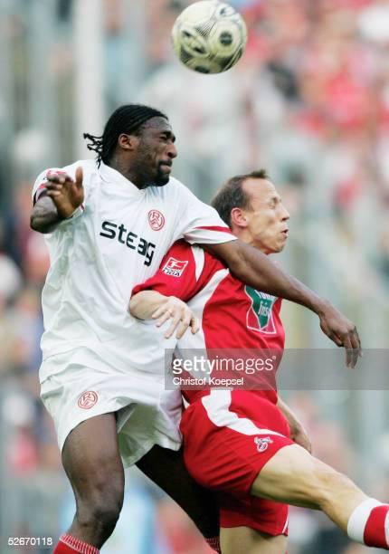 2 Bundesliga 04/05 Koeln 200305 1 FC Koeln Rot Weiss Essen Francis KIOYO/Essen Matthias SCHERZ/Koeln