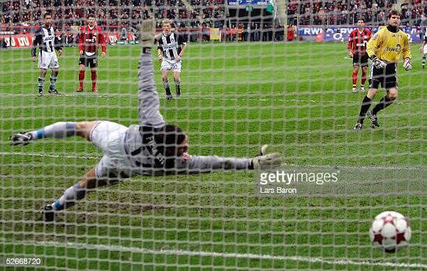 1 Bundesliga 04/05 Leverkusen 120305 Bayer 04 Leverkusen Hertha BSC Berlin Tor zum 20 durch Torwart HansJoerg BUTT/Bayer keine Chance fuer Torwart...